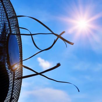 Laufender Ventilator in der Sommerhitze